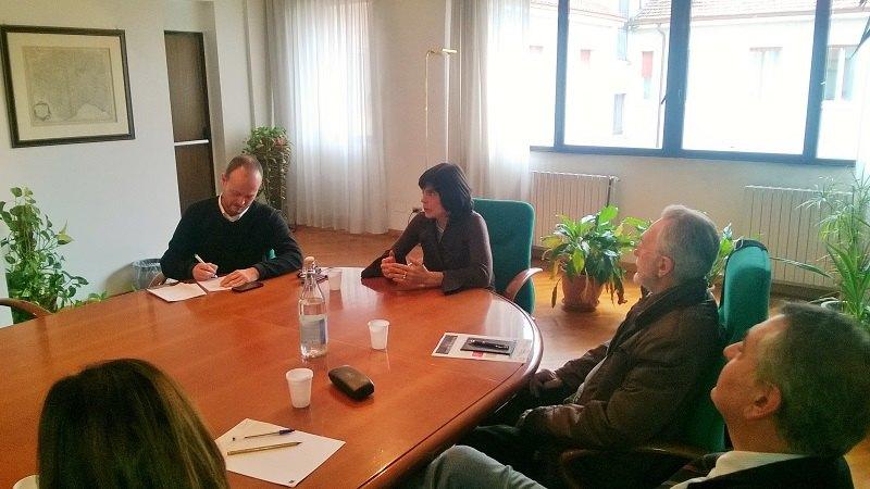 Foto della conferenza stampa, al centro Donatella Cera