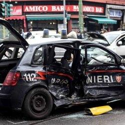 L'auto dei carabinieri distrutta dopo l'incidente
