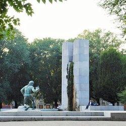 Milano, Piazza Grandi con la sua fontana