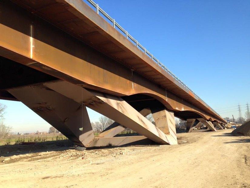 Il ponte che scavalca il fiume Lambro