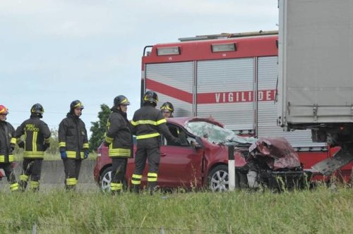 La Golf distrutta dopo l'incidente