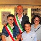Da sinistra: Carlotta Calzati, il Sindaco Lorenzini, Simone Tripodi e il Vicesindaco De Grandis