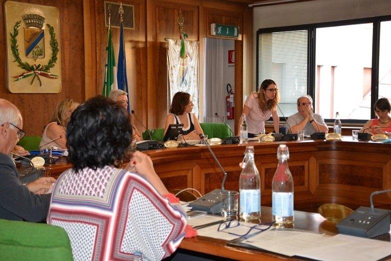 Caterina Molinari si rivolge ai cittadini in aula