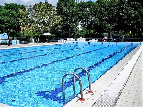 La piscina comunale di via Goldoni a Peschiera Borromeo
