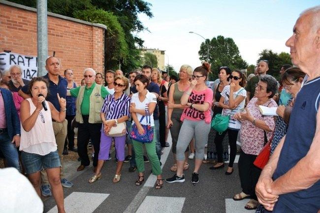 Un momento della recente manifestazione contro l'insediamento dei profughi a Peschiera