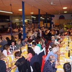 Le 140 persone presenti alla cena solidale