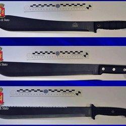 I 3 machete sequestrati dalla polizia