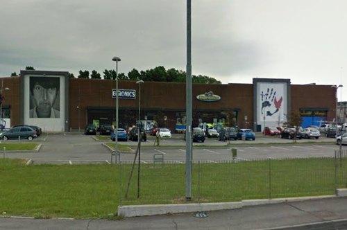 I negozi presi d'assalto a Sesto Ulteriano