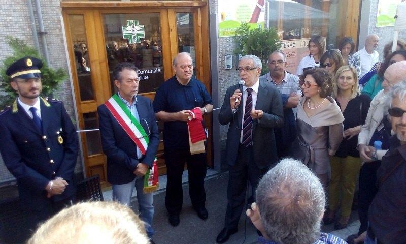 L'inaugurazione della farmacia in via Risorgimento, con il sindaco Veneziano