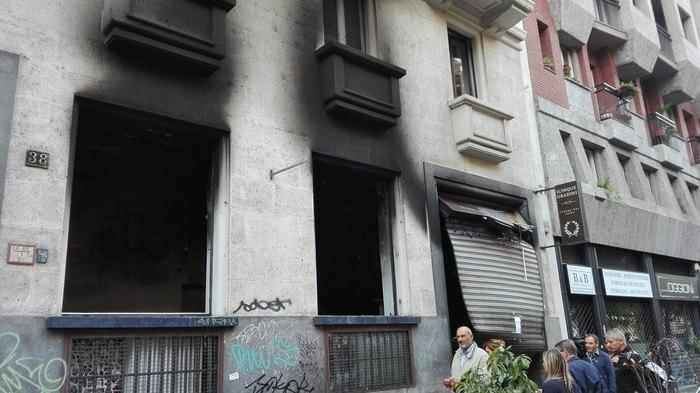 Il bar distrutto in viale Regina Giovanna (foto Ansa)