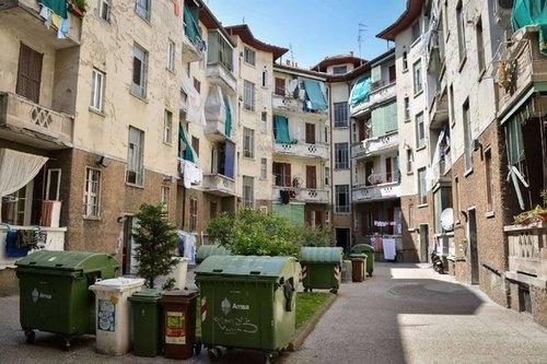 Case popolari in via dei Cinquecento a Milano, zona Corvetto