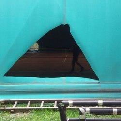 Uno degli squarci causati da ignoti vandali