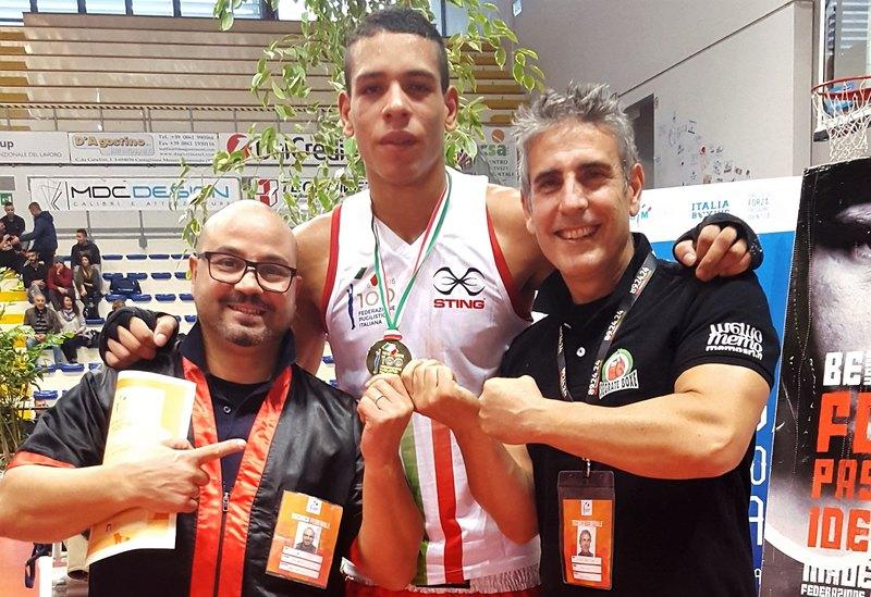 Al centro Silas Marcandelli, con Gialuca Mulas e Lucio Larini tecnici dell'ASD Boxe Segrate