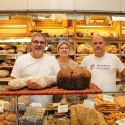 I proprietari d'El prestinèe de San Donàa, storica bottega di via Libertà.