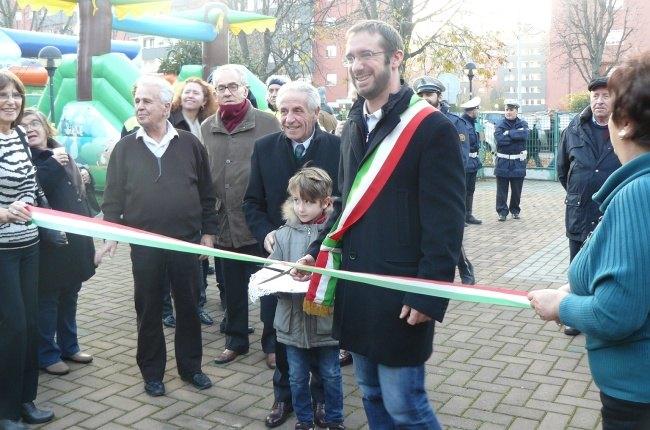 Il sindaco, Paolo Micheli, al taglio del nastro