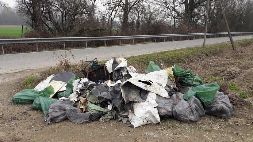 Il cumulo di rifiuti raccolta in mattinata