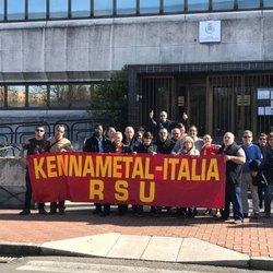 I lavoratori davanti al Municipio di San Giuliano