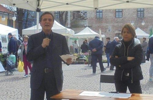 Pietro Mezzi con la candidata a sindaco Lucia Rossi