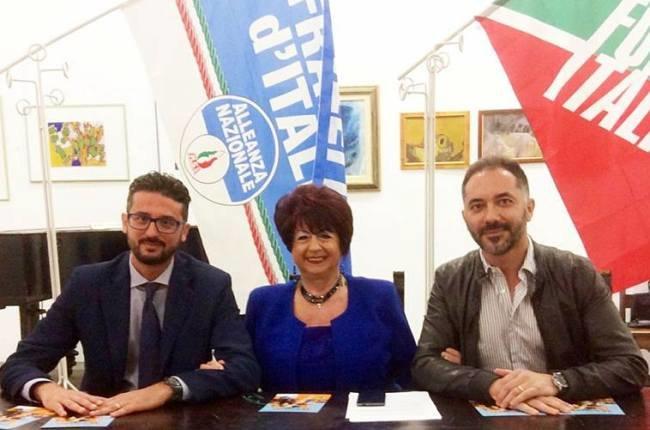 Raffaela Caputo insieme a Fabio Raimondo (a sx) e Vito Bellomo