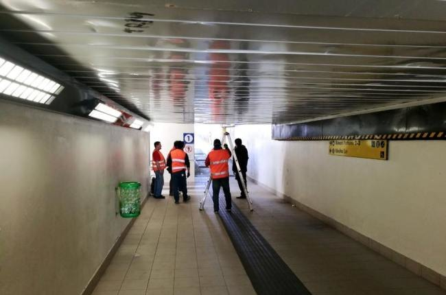 I tecnici al lavoro nel sottopasso