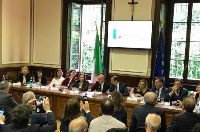 I sindaci durante la firma del protocollo