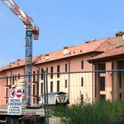 Uno degli edifici realizzati presso l'area dell'ex Cascina Monticello, ora sotto accusa