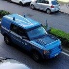 L'arrivo di un mezzo della Polizia