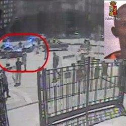 Nell'immagine il momento dell'aggressione ripreso dalle telecamere della Stazione