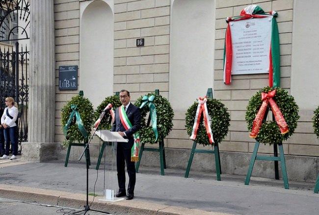 Beppe Sala durante la commemorazione