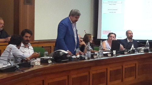 Luigi Di Palma mentre spiega la Mozione sui Martiri delle Foibe