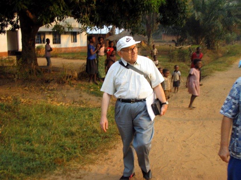 don Antonio Mastri  durante una spedizione in Africa