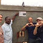 Il pozzo in Togo ad Afagnan (a sinistra Suor Simona)