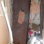 L'ingresso dell'appartamento cui miravano gli attentatori.