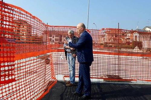 Il sindaco, Angelo Madonini, visita i cantieri della nuova area mercato