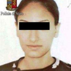 La giovane espulsa in una foto precedente la radicalizzazione