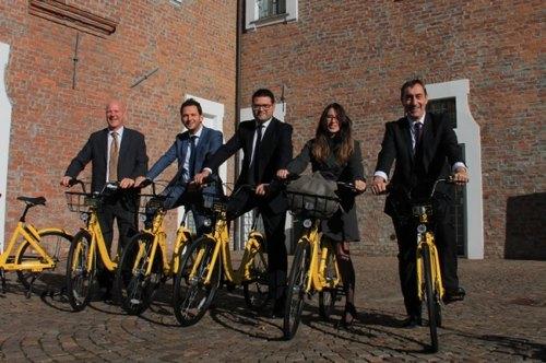 A margine della conferenza stampa i relatori hanno provato le bici per i giornalisti