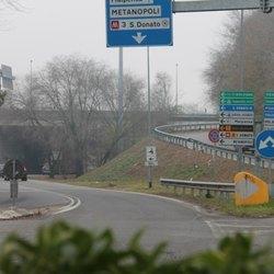 Il sottopasso in prossimità del rondò delle Autostrade