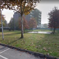 Il parchetto di via Nino Bixio, in fondo i Box di via Liberazione