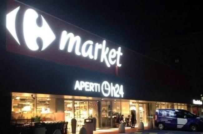 Infastidisce i clienti del Carrefour di San Giuliano, poi cade e ...