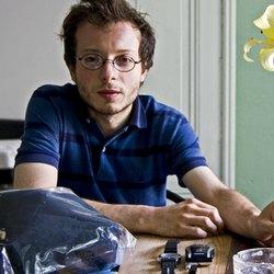 Alberto Pellegatta è nato nel 1978. Vive a Milano.