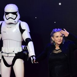 Carrie Fisher con una guardia imperiale