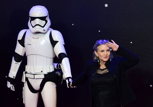 Carrie Fisher con una guardia imperiale