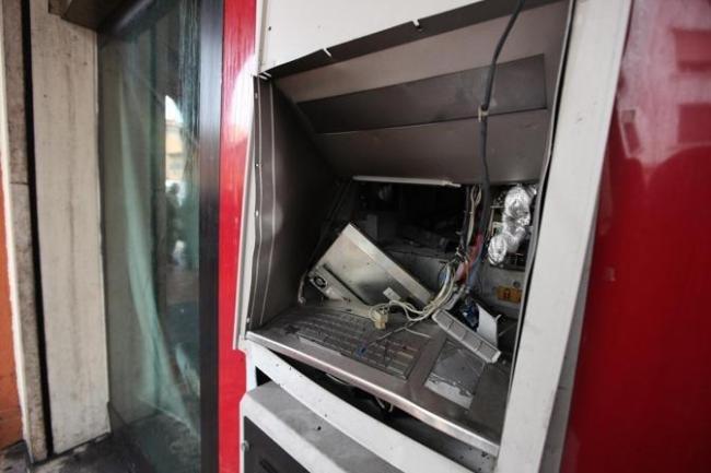 San Giuliano Assalto Al Bancomat Della Banca Popolare Di Milano