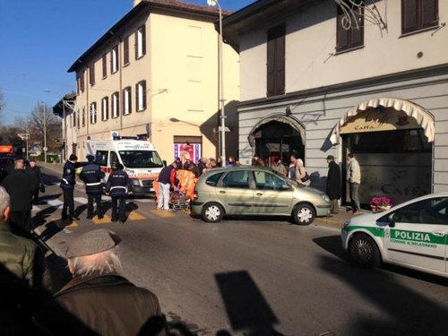 I soccorsi prestati all'anziano sul luogo dell'incidente mortale