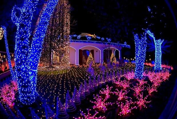 Decorazioni Per Casa Di Natale : A melegnano si sono riaccese le luci della famosa casa di babbo
