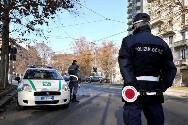 Al Ristorante In Orario Di Lavoro Nei Guai Tre Vigili Urbani Di Milano Cronaca 7giorni