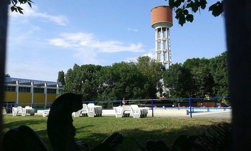 Peschiera piscina comunale chiusa di sabato pomeriggio - Piscina peschiera borromeo ...