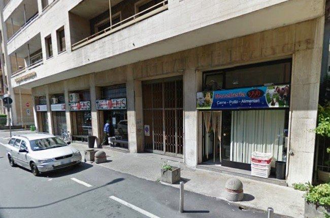 La macelleria oggetto dell'attentato incendiario