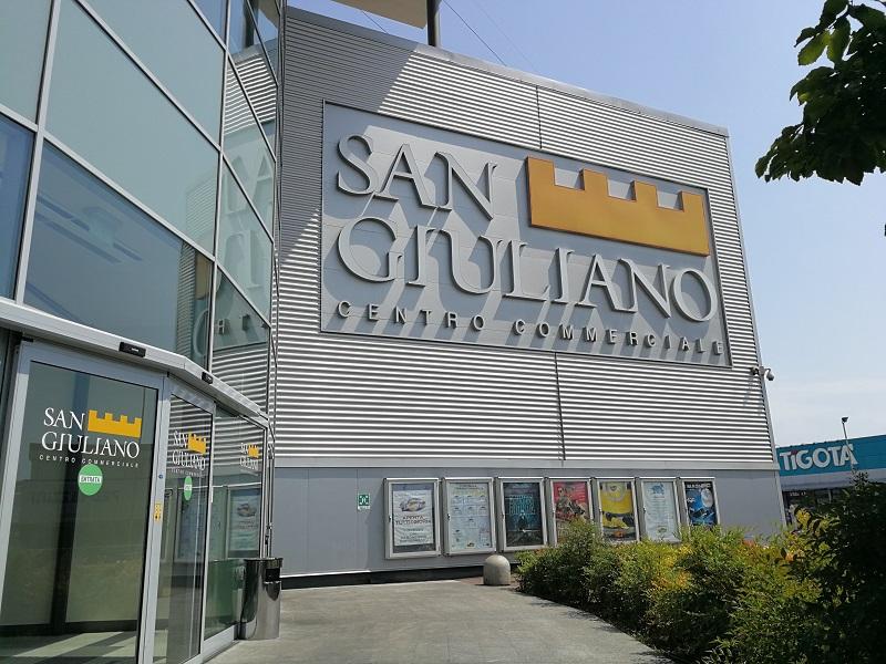 San Giuliano Milanese Due Borseggi Al Centro Commerciale