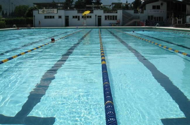 Rischia di annegare in piscina a san zenone bimba salvata - Piscina san giuliano milanese ...